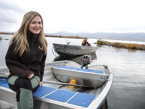 EN ATTRAKSJON: Vinstervatnet er et sagnomsust fiskevann. Det vet også gjestene å sette pris på. Fisking av har vært en av de store aktiviteten i sommer.