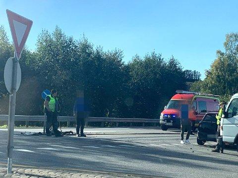 Kollisjon: Bilene krasjet i krysset Røykenviklinna/Amundrudlinna.