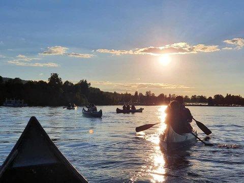 Småspeidere i kano i Totenvika.