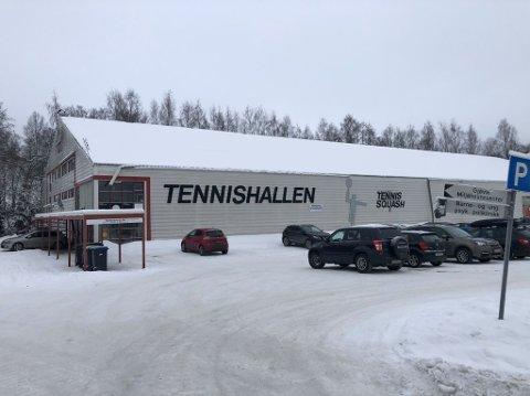 OMDISKUTERT: En utleieenhet i Tennishallen i Gjøvik har i lang tid vært tema for eieren og for Gjøvik kommune. Nå kan det gå mot en avslutning på saken.