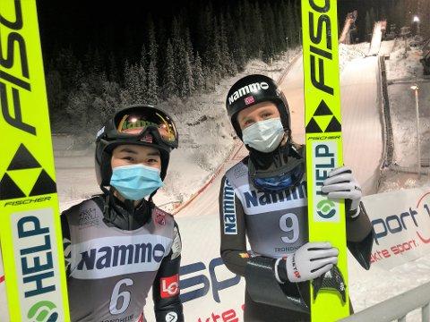 SLO FAVORITTEN: Thea Minyan Bjørseth (t.v) hoppet meget godt, tok sølvmedaljen og reddet den lokale æren da Maren Lundby ikke hadde klaff i NM.
