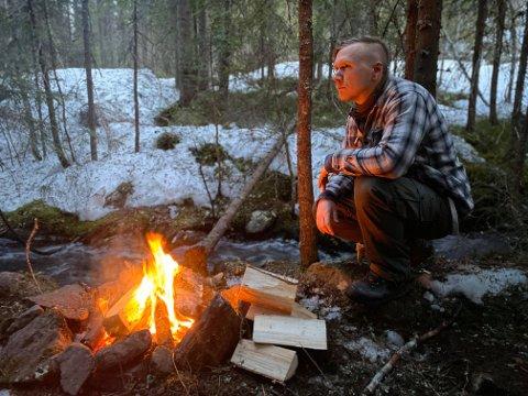 RO OG FRED: Den stille naturen er skrivestua til Jørn Øyhus som når han sitter ved bålet får ideer til ny musikk til soloprosjektet Nordein.