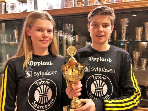 Søsknene Malin og Mathias Hoelsveen.