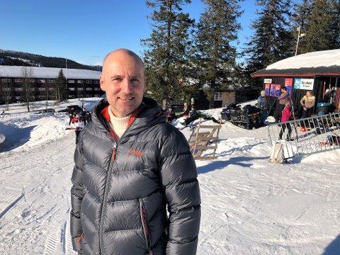 TRENGER DRAHJELP: Jordi Somers ønsker å få på plass et skiheisanlegg helt til toppen av Skjervungsfjellet. Men eierne på Spåtind trenger drahjelp for å få dette til. FOTO: INGVAR SKATTEBU