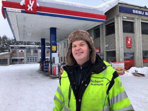 HOLDER VARMEN:  Per Sebu kler seg godt og holder varmen på en av de kaldeste arbeidsplassene i Valdres. Bilbergeren kan ikke huske en så lang kuldeperiode før. FOTO: INGVAR SKATTEBU