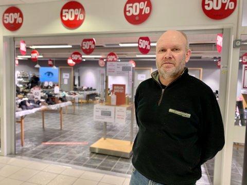 SKOSALG: Finn Hellum og Eurosko selger sko på tilbud i de gamle optikerlokalene på Granstunet.