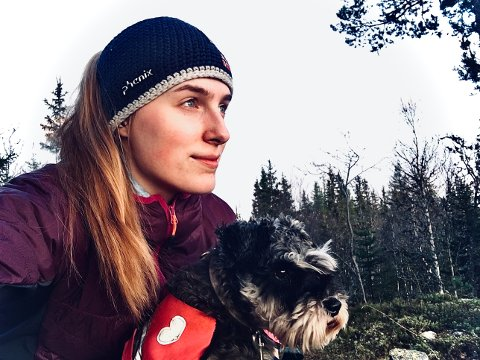 FRILUFT: Natur og musikk er noe av det som står Oda Hjelles hjerte nærmest. Ikke rart hun kastet seg rundt og fikk filmet en snutt til Stauts nye musikkvideo!