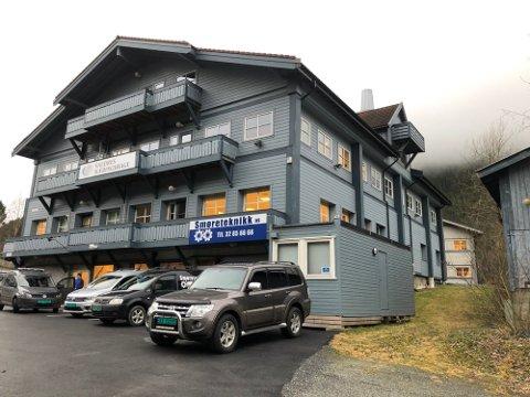 TIL SALGS: Fagernes Næringspark huser flere bedrifter og har 24 leietakere. I 2019 ble eiendommen lagt ut for salg, men interessen har vært lav.