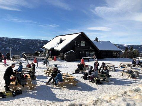 FERIESTEMNING: Det var avslappet og god stemning i Valdres alpinsenter onsdag.