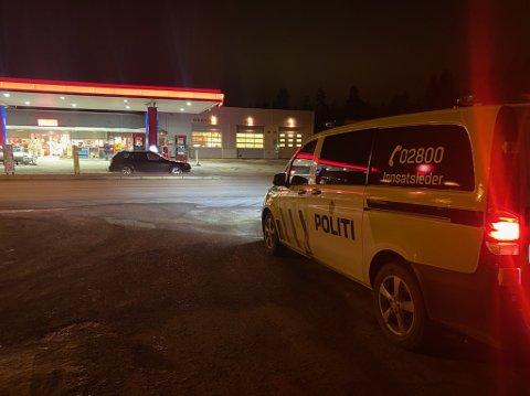 LETER: Politiet var på Reinsvoll med flere patruljer.