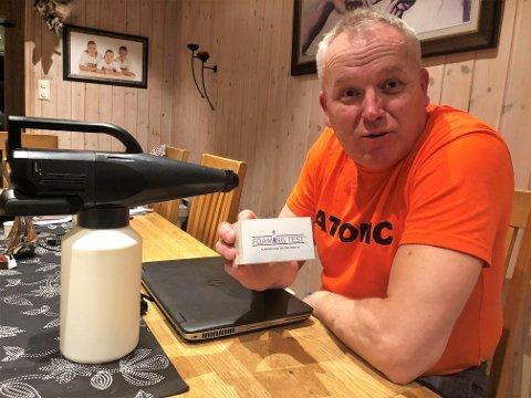 SKISMØRING OG KORONATEST: Kai Egil Simenstad selger hurtigtester gjennom sitt firma som har skismøring som hovedprodukt.