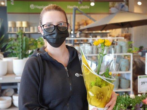 GULT: – Alt som er gult går unna, sier Geraldine Hansen ved Hageland Gjøvik.