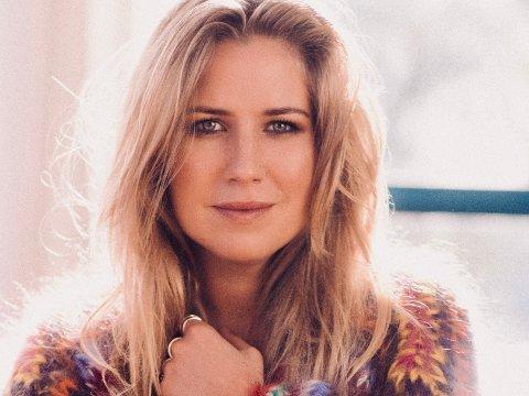 SPILLEKLAR: Populære Ingebjørg Bratlamd gleder seg til å turnere igjen, og i juli stopper hun på Gjøvik.