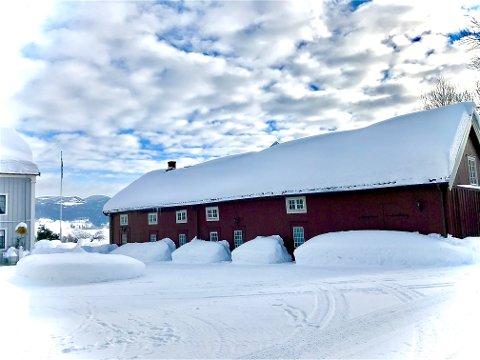 TIDLIGERE FENGSEL: I denne bygningen på Svennes gård på Biri ble Hans Nielsen Hauge satt i lensmannsarresten.