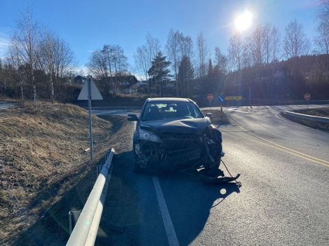 KOLLISJON: En av bilene som var involvert i ulykken. Heldigvis ble det ingen personskader.