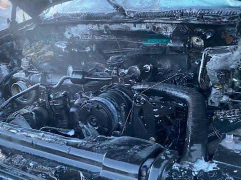 SVIDD I MOTORROMMET: Slik så motorrommet på pic up-en ut etter brannen.