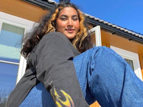 FERSK I FAGET: Tikiri Kumari Fernando, eller Tiki som hun gjerne kalles, er fersk i musikkbransjen, men har allerede gitt ut egen musikk. Til høsten venter studier ved prestisjefylte Lipa i Liverpool.