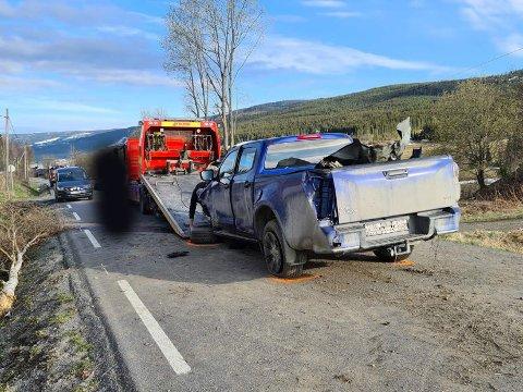 KRAFTIG SMELL: Tre biler var involvert i en uklykke i Valdres torsdag.