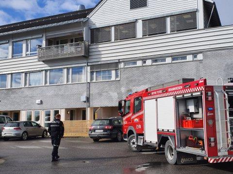 EVAKUERT: Nødetatene evakuerte alle beboere og ansatte i Sandberggården tirsdag morgen.