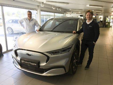 NY GIV: Gustavsen Bil har blitt Sulland Gjøvik Ford, fortsatt med Tage Voldheim (t.v.) som salgssjef og med selgerstaben utvidet med Martin Øien.FOTO: ØYVIN SØRAA