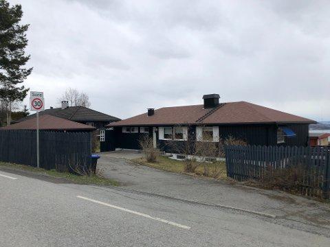 SOLGT: Denne eneboligen i Tranbergvegen ble den dyreste av mer enn 60 eiendomsoverdragelser i Gjøvik i april.