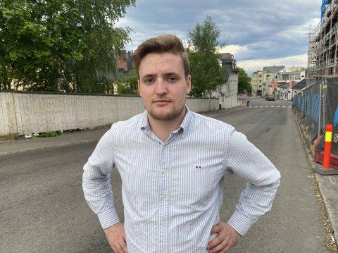 VIL IKKE STILLE: AUF-politiker Jan Halvor Vaag Endrerud er sterkt kritisk om partiet Alliansen inviteres til skoledebatter i Innlandet.