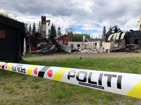 IKKE AVKLART: Etterforskningen av brannen ved Os Gjestegård er i en avsluttende fase, sier Bård Sørumshaugen ved politiet i Valdres. FOTO: INGVAR SKATTEBU