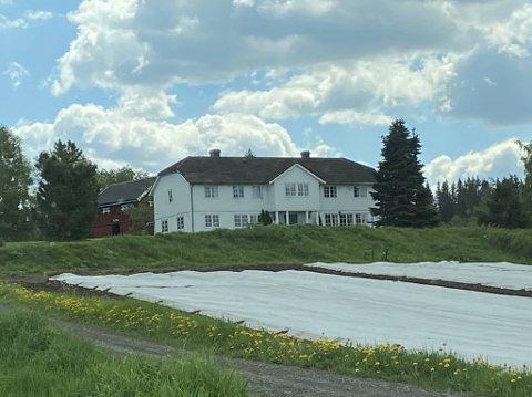 PÅ TOPPEN: Sethne Store var en av to gårder som ble de syreste eiendomskjøpene i Østre Toten i mai.