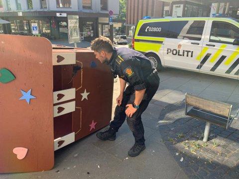 TATT: Bilder fra et overvåkningskamera avslørte hvem som sto bak hærverket i Gjøvik tidligere i juli.