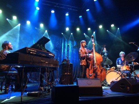 SKREV SEG INN I HISTORIEBØKENE: Ellen Andrea Wang trio er hennes faste trio. og konserten ble bejublet. – For historiebøkene, skrev Adresseavisen etter åpningskonserten hennes i Molde.