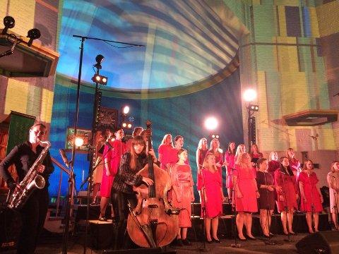 SLUTT: Hanna Paulsberg, Ellen Andrea Wang og Kvinnelige studenters sangforening fikk æren av å sette punktum for Moldejazz.