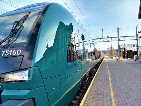 TOK TOGET: Hadelendingen tok toget fra Gjøvik da han skal ha sagt at han hadde korona og hostet mot konduktøren.