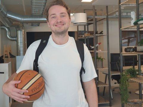 VIL FORENKLE LIVET MED DIABETES: Lege og basket-entusiast Odin Jakobsen (30) har allerede tatt patent på en jojo-lignende mekanisme som kan stramme slangen mellom kropp og insulinpumpe.