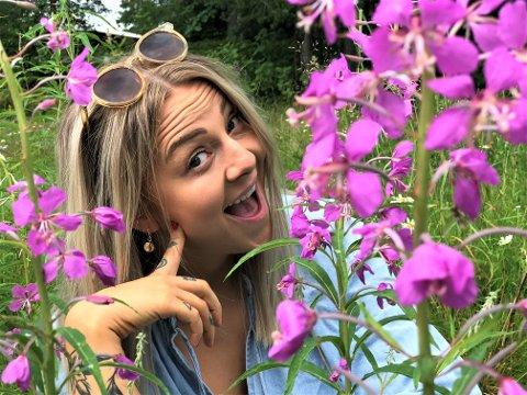 SOMMERPRAT: Marie Gram leder årets utgave av OA-podkasten «Sommer uten sensur» alene, men får til gjengjeld besøk av en drøss spennende sommergjester.