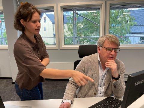 PLANLEGGER VALGET: Ansvarlig redaktør Erik H. Sønstelie og journalist Saga Eline Jonsson Hoff.