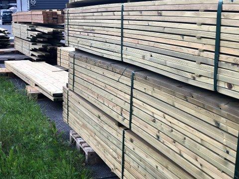 DOBLET:  Mange trematerialer er doblet i pris i sommer. Nå varsler kjedene en ny oppgang i august. FOTO: INGVAR SKATTEBU