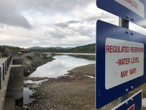 VARSKO: Norske vannkraftmagasiner, her fra Bygdin, tømmes dag for dag, samtidig som den tørre høsten ser ut til å fortsette. – Dette betyr vedvarende høye strømpriser i vinter, sier  Karl Einar Svor i Gudbrandsdal Energi. FOTO: INGVAR SKATTEBU
