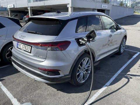 FORTSATT MYE BLLIGERE: Selv om strømprisen er rekordhøy for årstiden, er det fortsatt mye billigere å kjøre elbil enn bensin- og dieselbil. ARKIVBILDE