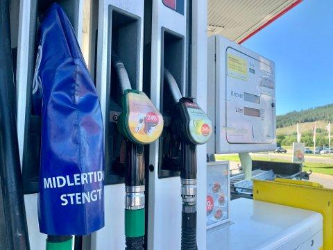 STENGT: Pumpene med 98-oktan på Shell-stasjonen i Gran er stengt inntil videre. Men de blir trolig åpnet igjen i løpet av dagen.