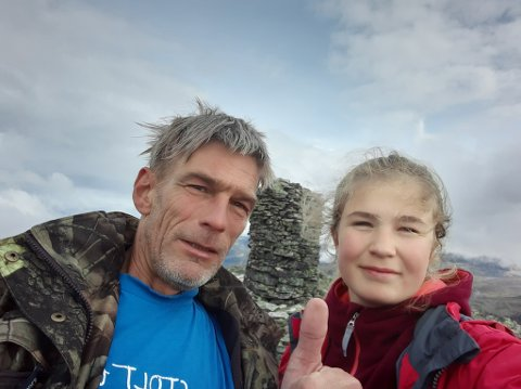 TAKKNEMLIG: Ove Martin Stende er glad for at datteren Ida slipper å få fravær når hun vaksineres. Det kan de takke kommuneoverlegen i Vang, Marit Tuv, for. FOTO: PRIVAT