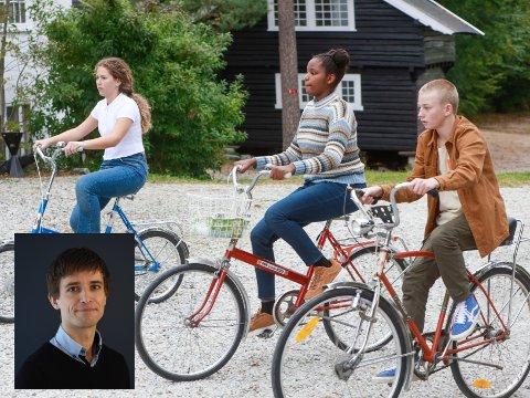 UNGE DETEKTIVER: Julia Mælumshagen Nymoen (f.v.), Kenza Olympia Iteka og Felix Sollie spiller hovedrollene i «CLUE: Maltesergåten» der Aleksander Kirkwood Brown har vært manusforfatter.
