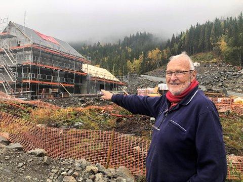 OM SIDER: Han var i femtiårene da han begynte å jobbe med planene om et kraftverk i elva si. Men han måtte bli 82 før det blir en realitet. FOTO: INGVAR SKATTEBU