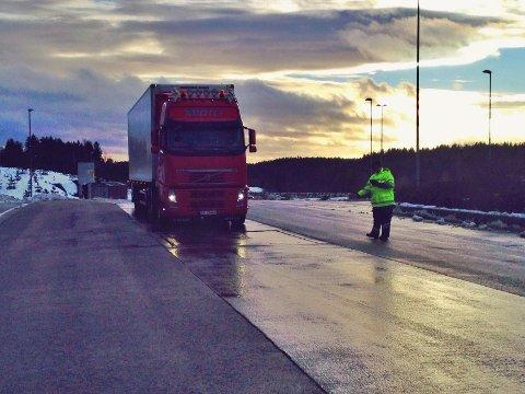 Kontroll på Taraldrud trafikkstasjon tidligere i vinter.
