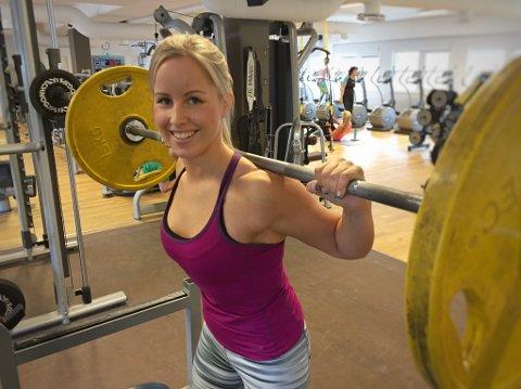 Presser seg: Camilla Visjø (24) fra Ski liker å jobbe målbevisst med tøff trening. Slik begynte interessen for bodyfitness. Foto: Anita Gjøs