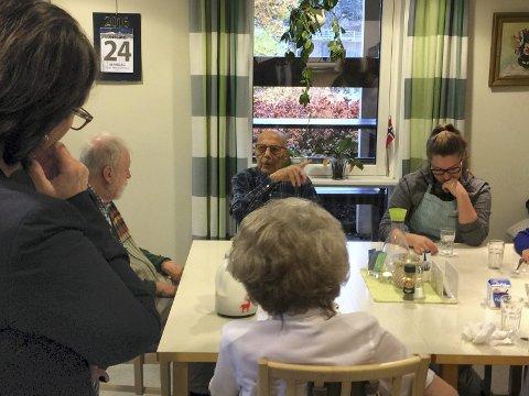 ENGASJERT: Kai Thorbjørn Nielsen synes tilbudet på dagsenteret på Greverud sykehjem er veldig bra. FOTO: KARIN HANSTENSEN