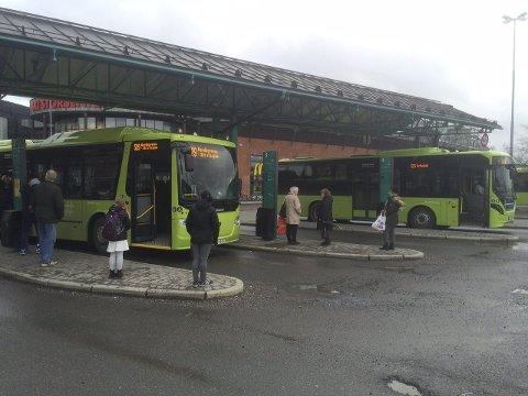 Flere avganger: Endret avgangsmønster kompenserer ikke for forsinkelsene som nå viser seg å oppstå for busser som kjører Søndre Tverrvei.foto: Ole Kr. Trana