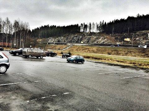 Torsdag morgen var det rundt 30 bilister som hadde parkert på innfartsparkeringen ved Vinterbrosletta. Foto: Anita Gjøs