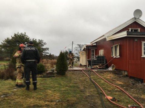 TOTALSKADD: Ingen var hjemme da huset i Nordre Frogn tok fyr onsdag formiddag.