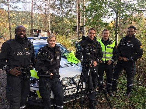 FORNØYD: Denne gjengen fra Follo-politiet var fornøyd etter å ha hørt på folket og gjennomført kontrollen i Enebakkveien.