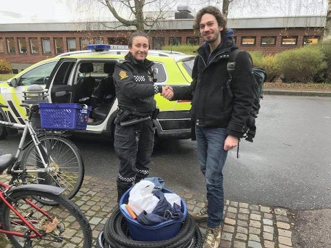KJAPT: - Dette var kjapt levert av politiet, sier en lettet Daniel Zonneweldt etter å ha fått tilbake utstyr og deler han bruker som sykkelreparatør.